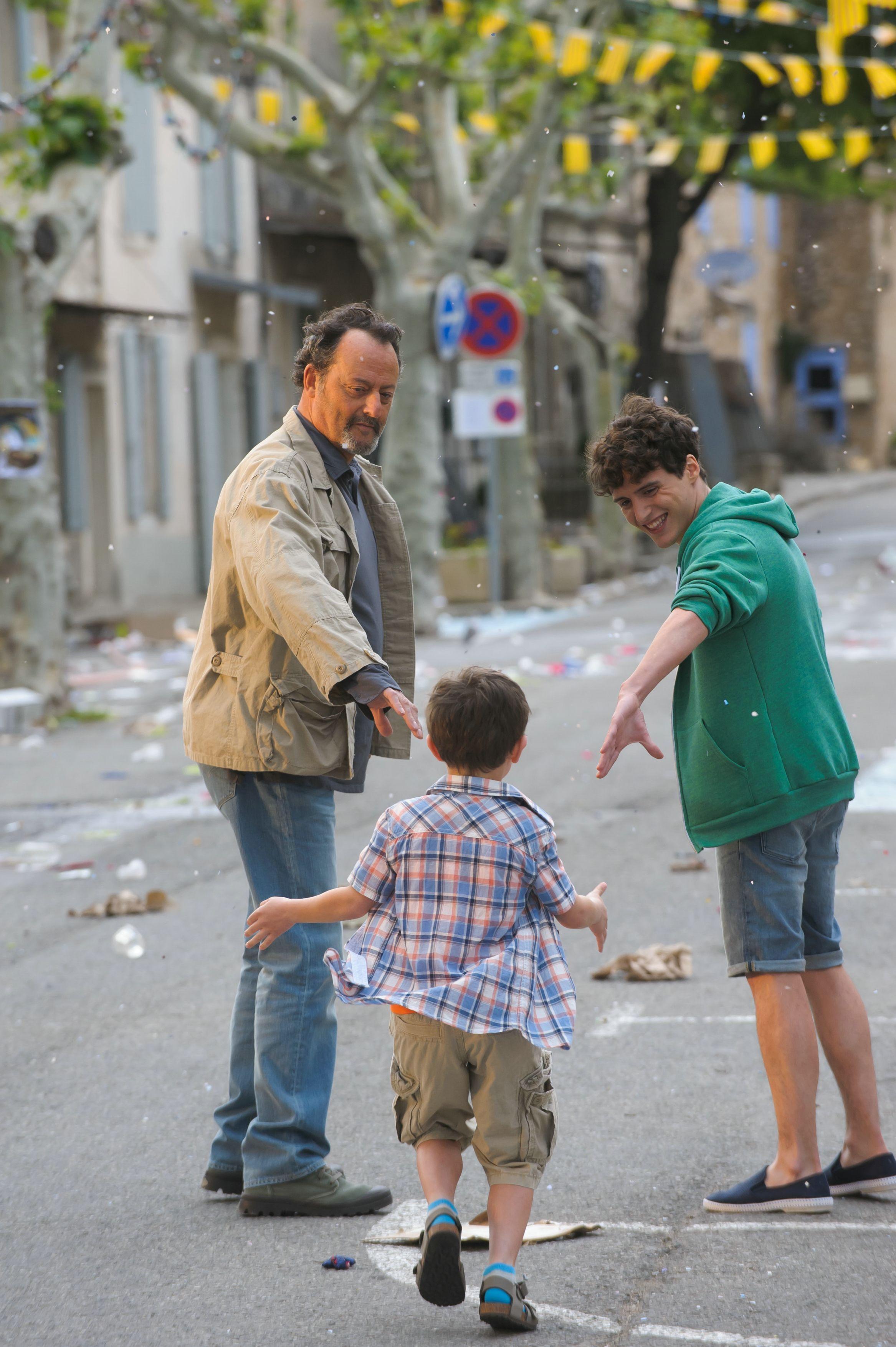 Paul (Jean Reno) mit seinen Enkeln Théo (Lukas Pelissier) und Adrien (Hugo Dessioux). © 2014 Concorde Filmverleih GmbH
