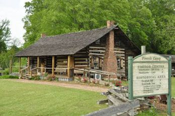 Charmant French Camp Includes An Old Log Cabin That Used To Be A Place To Stop For  Travelers Along The Natchez Trace Parkway. Thereu0027s Also A Small Cafe On  Site.