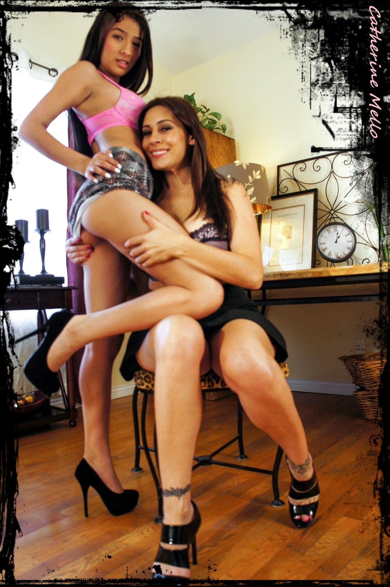Hot asian women kissing