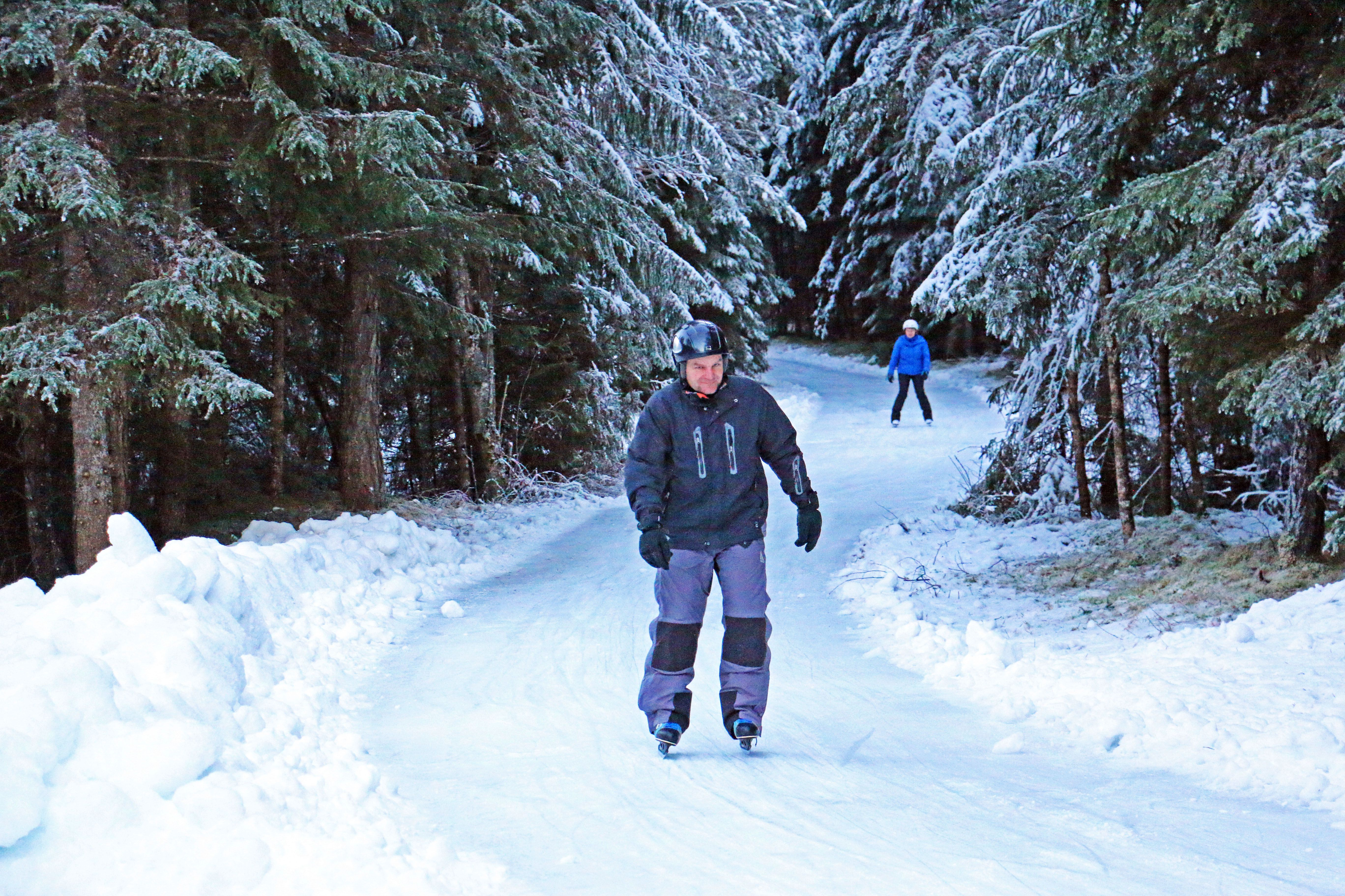 Ein Eisweg Durch Den Winterwald Skateline Albula In Surava