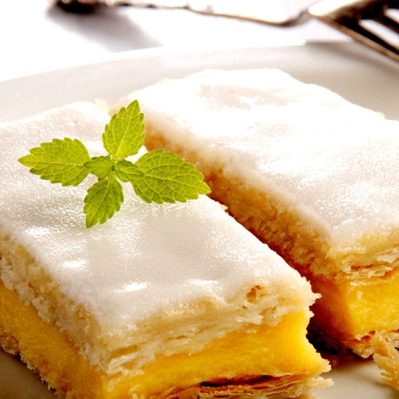 This custard puff pastry recipe is actually very easy to make and will be highly delicious.