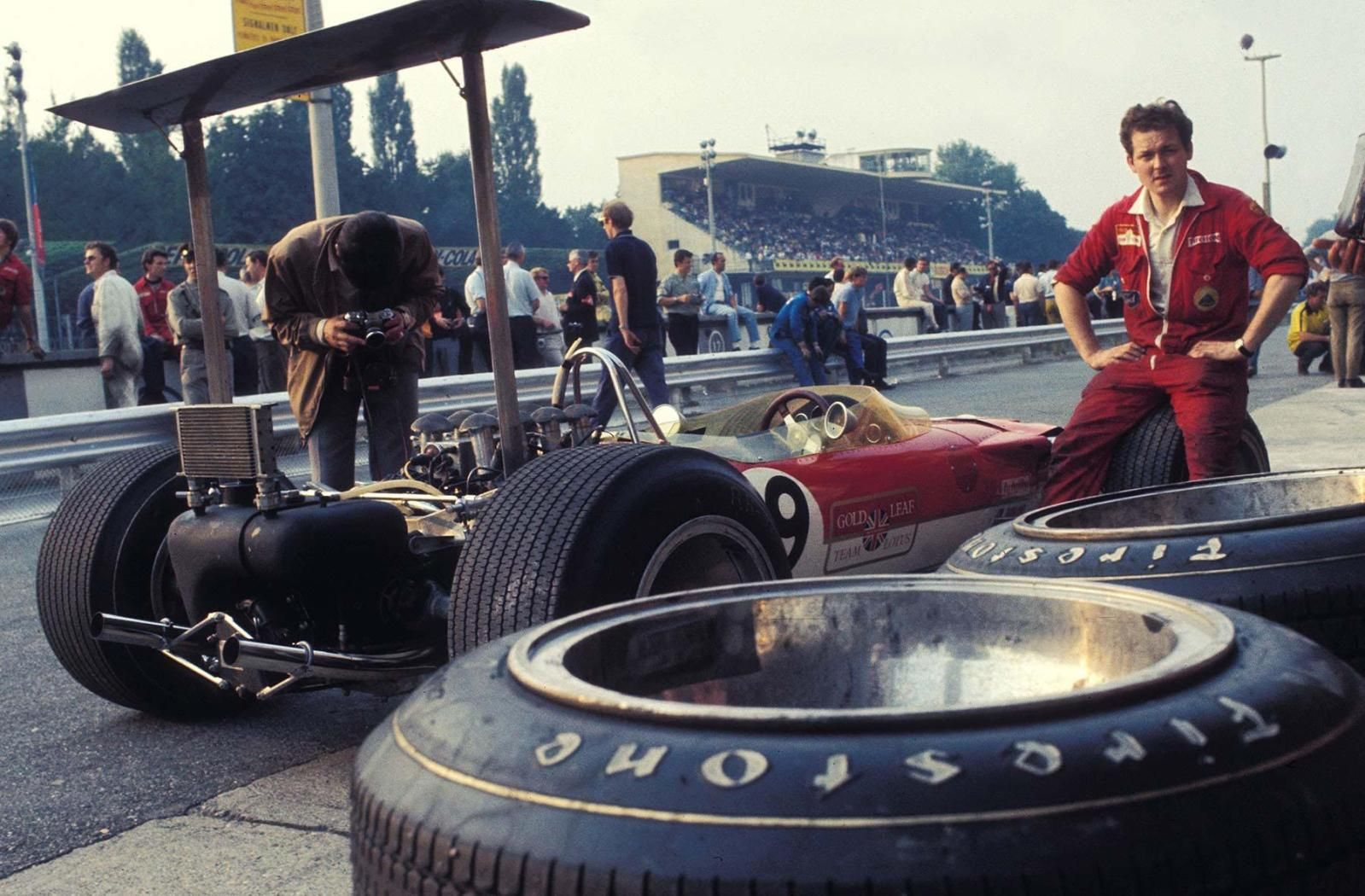 Engineer Eddie Dennis Rests On The Wheel Of Jackie Oliver S Lotus 49b While It Sits In The Pits Monza 1968 1599x1050 X Racing Indy Cars Italian Grand Prix