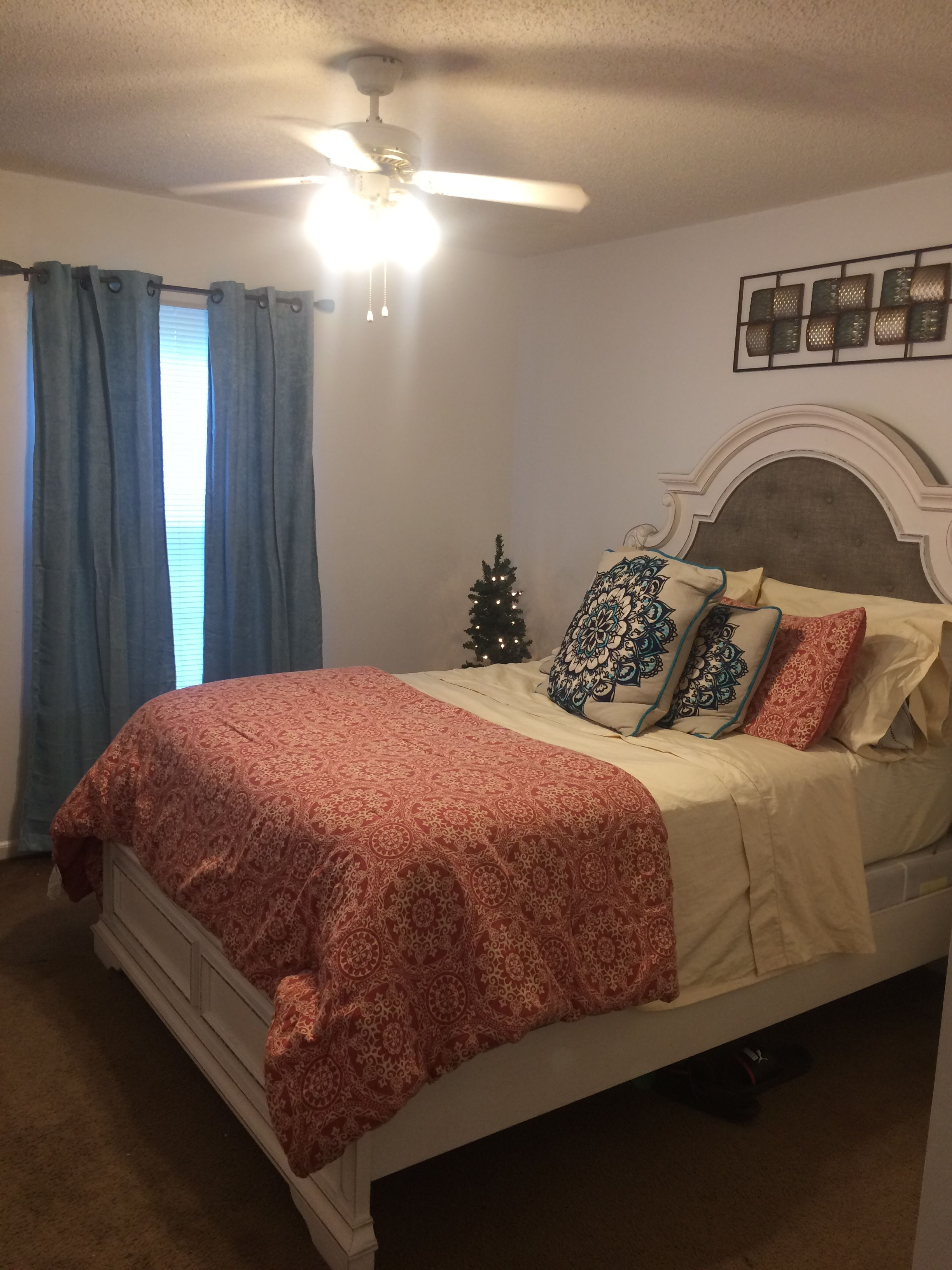8x8 Bedroom Design: Pin By Jaime Allred On Apartment (With Images)