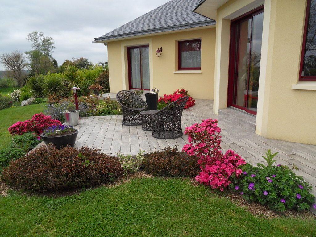 joli mois de mai parterre avec cailloux patio. Black Bedroom Furniture Sets. Home Design Ideas
