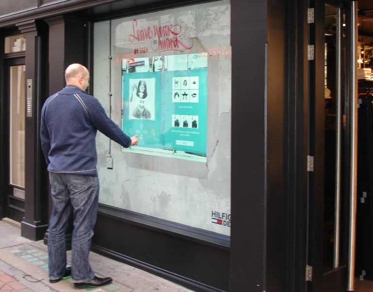 Tommy hilfiger denim interactive window advertising for Salon marketing digital