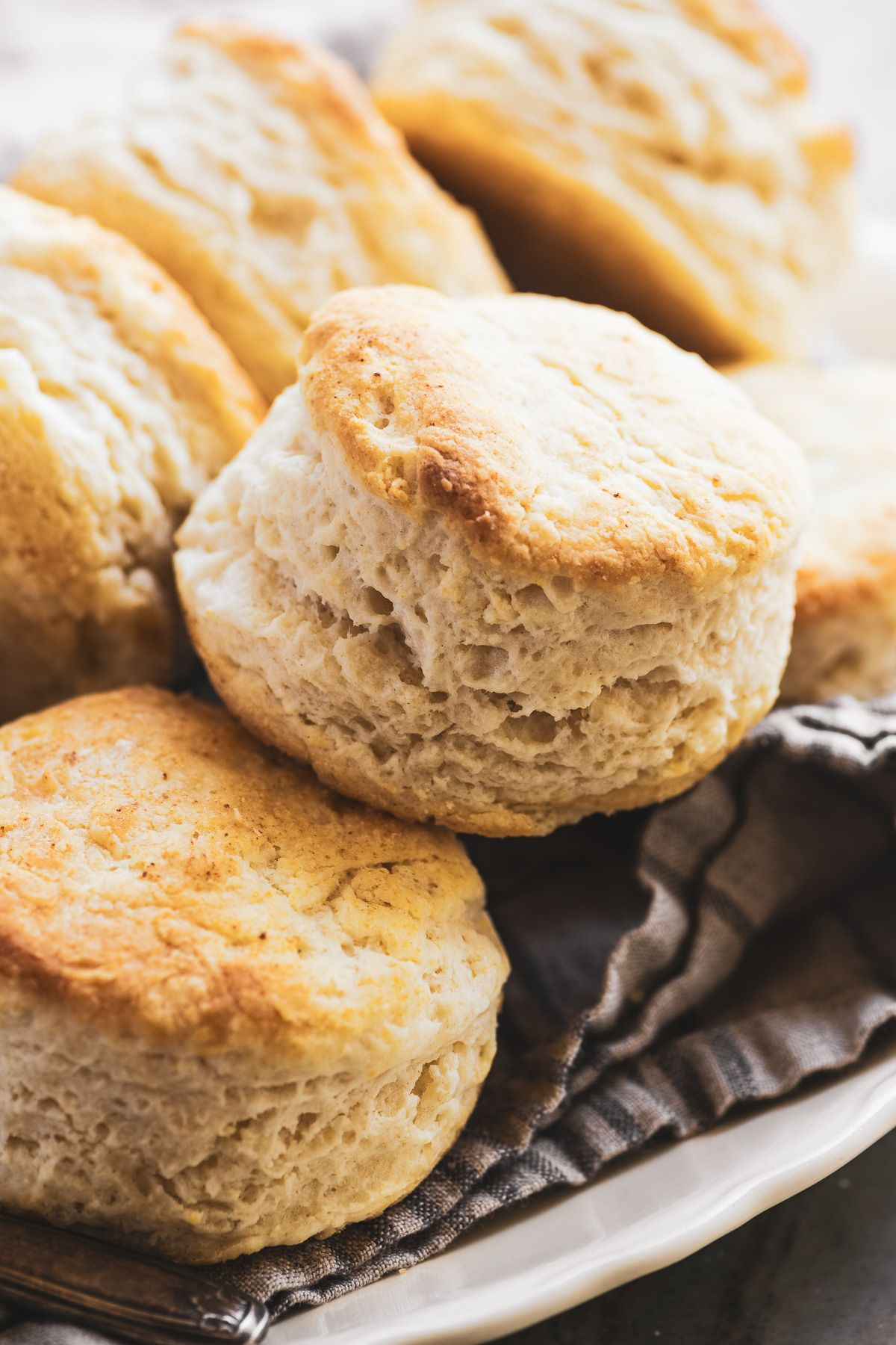 3 Ingredient Biscuits Made With Self Rising Flour And Buttermilk Are Fluffy Flaky Biscuits Made I Easy Biscuit Recipe Easy Homemade Biscuits Best Bread Recipe