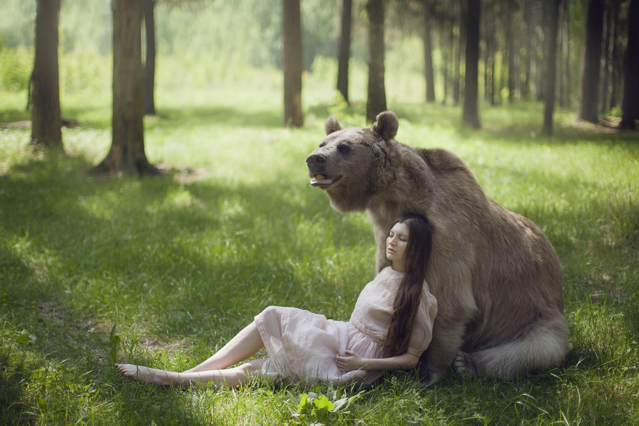Russian Photographer Takes Stunning Fairytale Images With Wild - Photographer captures fairytale like portraits women animals