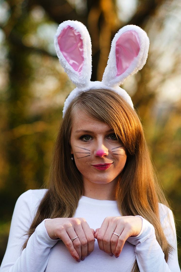 How to make a bunny costume for a girl with her own hands