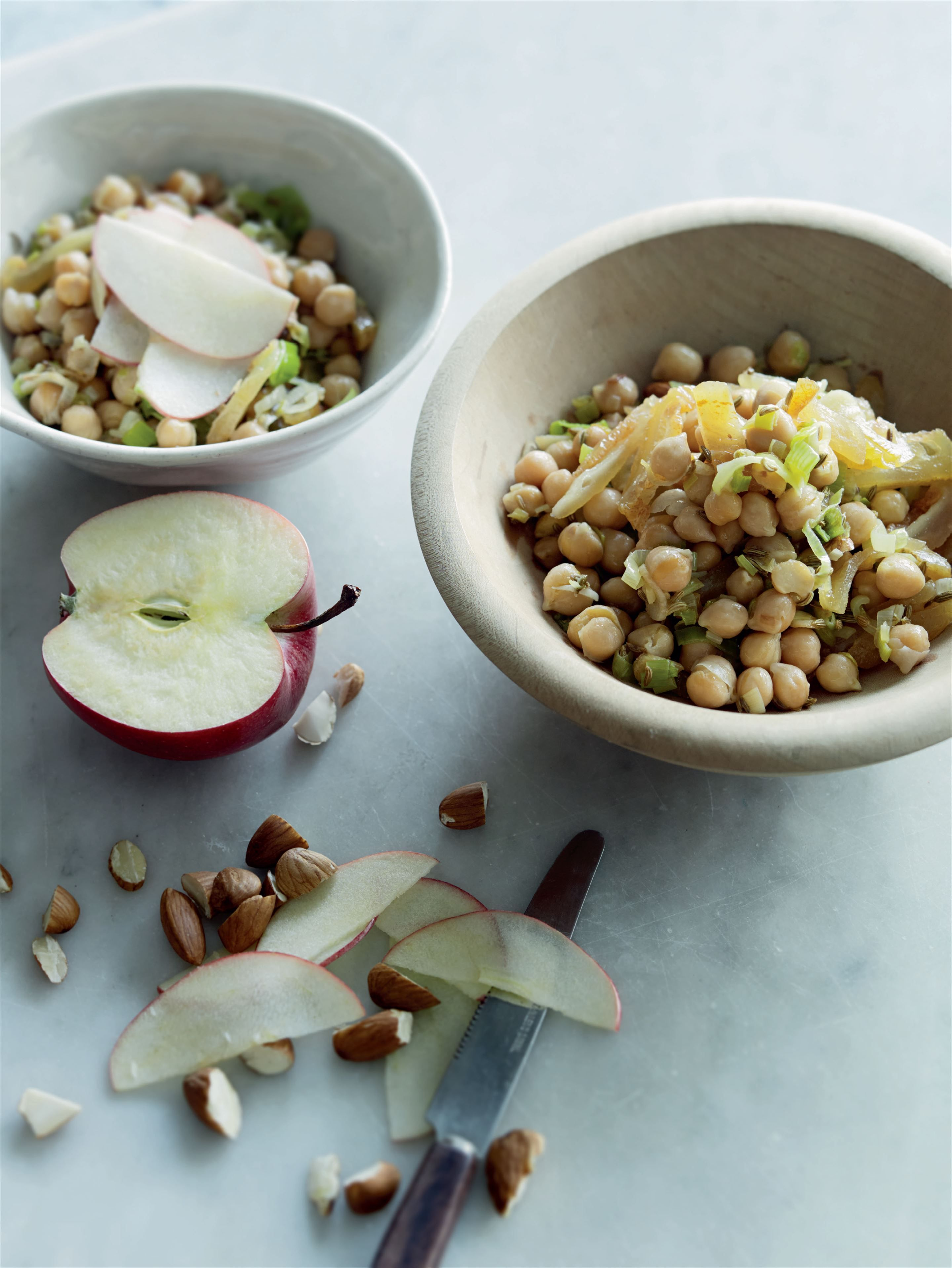Chickpeas, leek, apple and pear salad Recipe (With