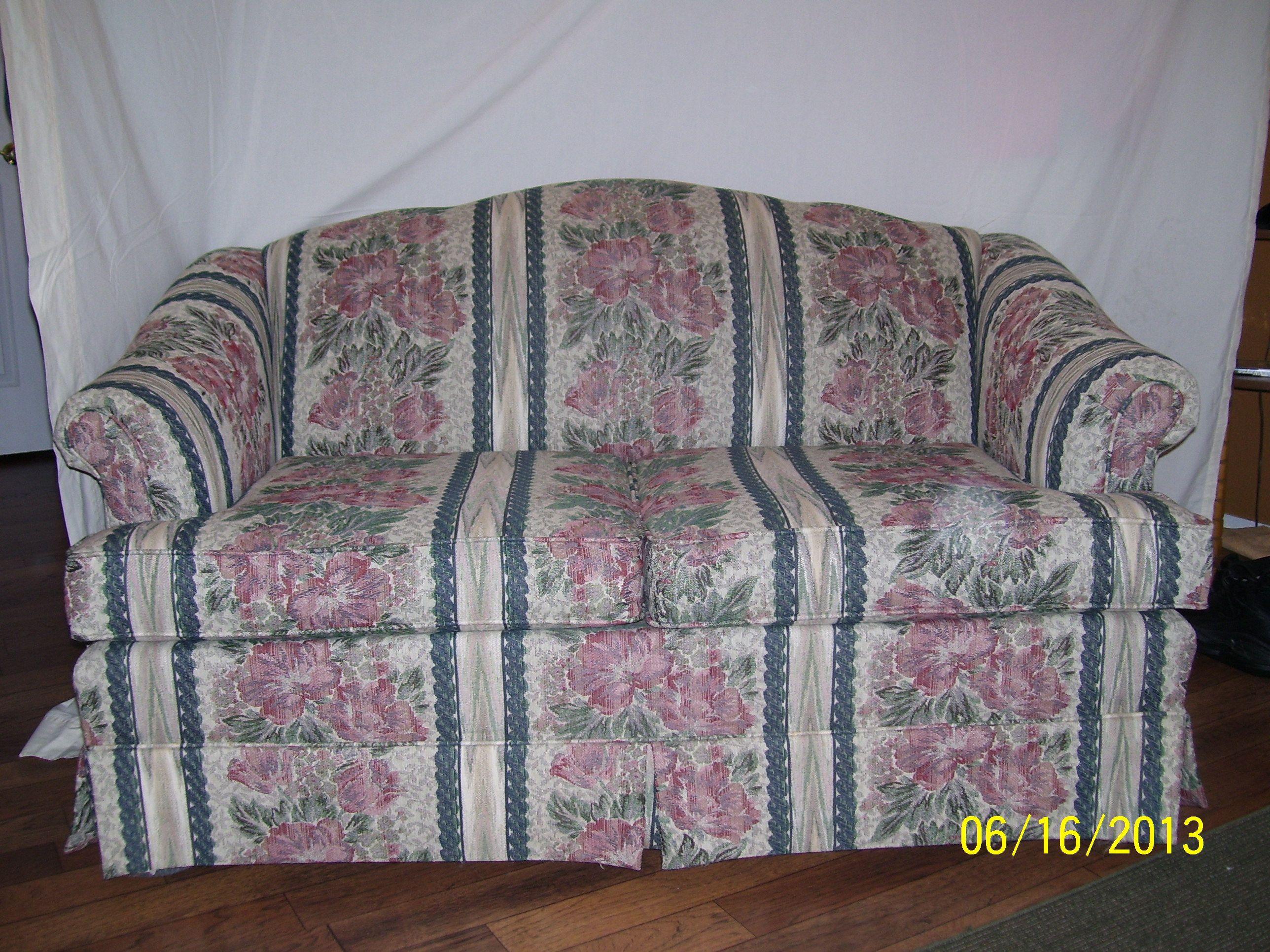 Sensational Small Sofa In Miscsales Garage Sale Muskogee Ok Garage Machost Co Dining Chair Design Ideas Machostcouk