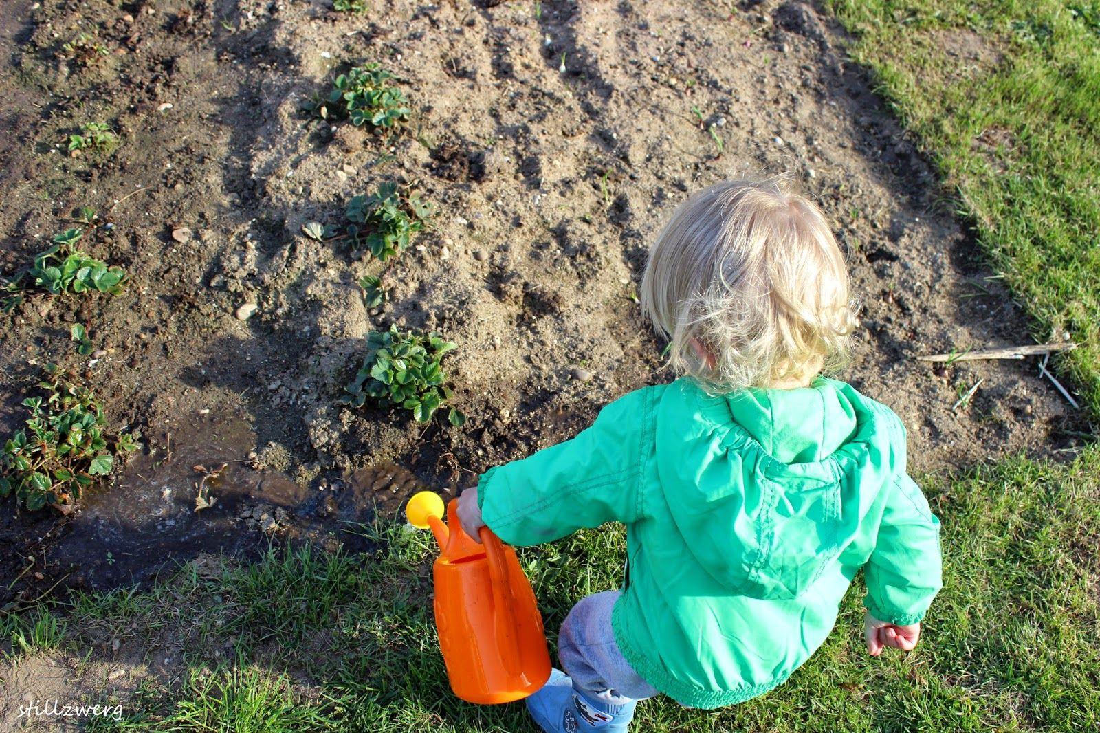 Gartenarbeit  Der Stillzwerg :Kleine Helfer bei der Gartenarbeit / Montessori ...