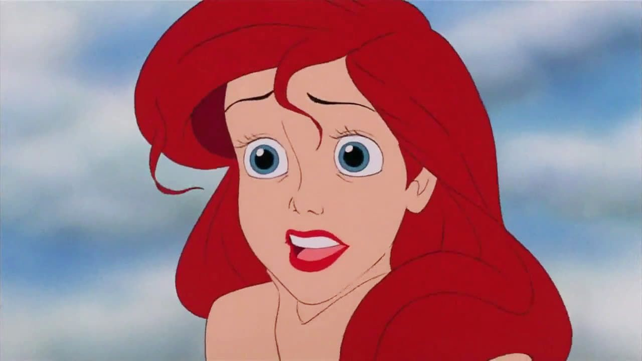 Malgre L Interdiction De Son Pere Le Roi Triton Ariel La Petite Sirene Ne Peut Resister A La T Little Mermaid Movies Disney Little Mermaids Disney Drawings