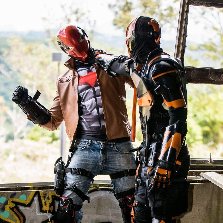 [self] red hood and deathstroke having a slight disagreement #cosplay http://bit.ly/1Pirklu