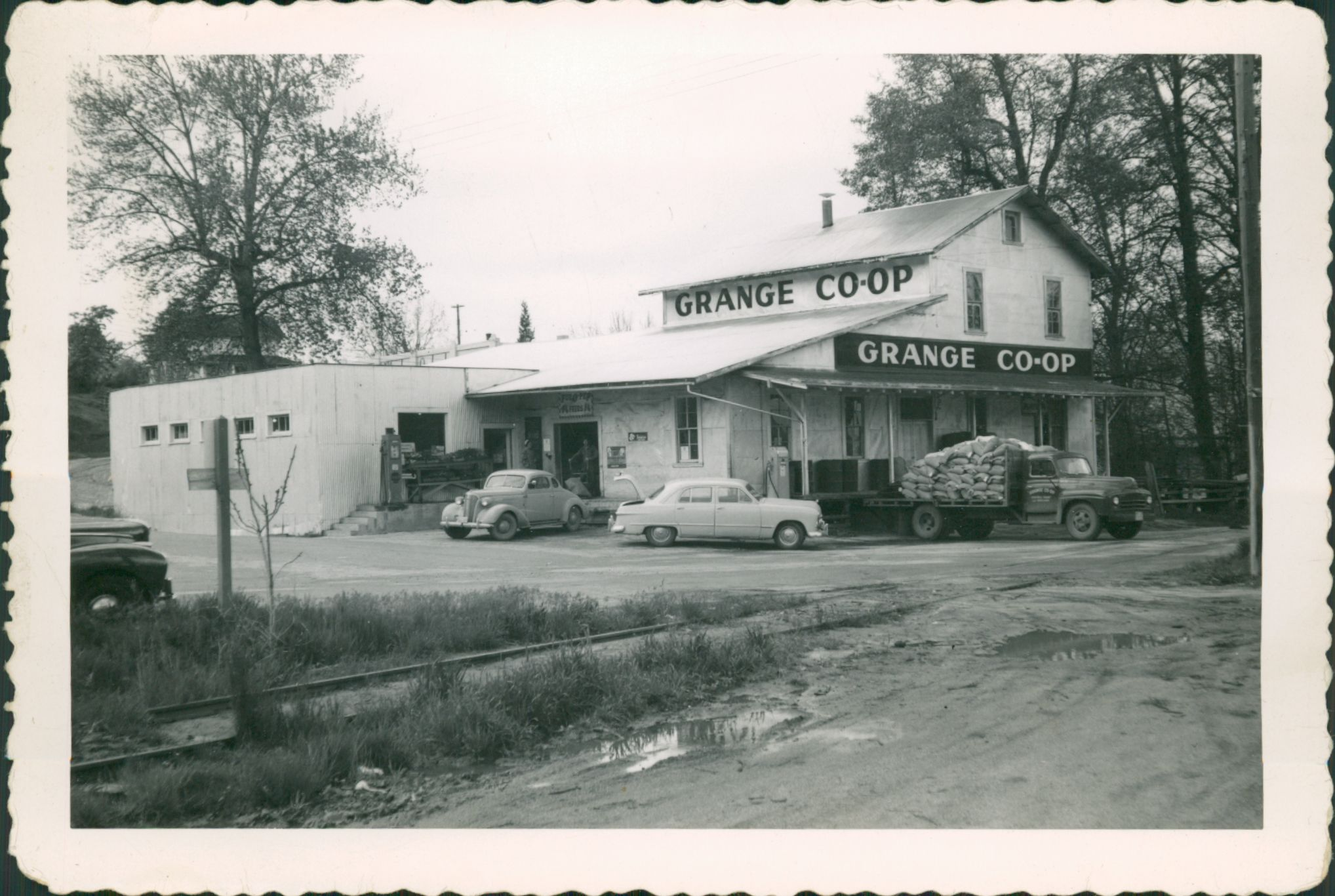 Grange Coop in original Ashland location on Water Street