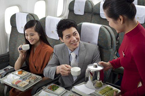 Thủ tục đi máy bay cho người đi lần đầu - trên máy bay