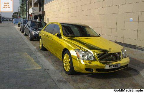 630억짜리 '황금 마이바흐' 화제만화에서도 보기 힘든 황금으로 만든 자동차의 소유자는 키프로스 출신의 사업가이자 억만장자인 테오 파피티스로 알려졌다. 현재 영국에 살고 있는 그의 애마인 '마이바흐 62'는 그 자체로 세계에서 가장 비싼 자동차 중 하나인데, 테오 파피티스는 고무로 된 바퀴만 빼고 자동차의 거의 모든 부품을 '황금'으로 바꿨다. 지붕, 문짝 등 차체는 물론 운전대, 에어컨 통풍구, 네비게이션 거치대 등 ...