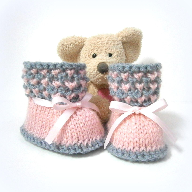 912e54fb510 Chaussons bébé tricotés roses et gris 0 3 mois Tricotmuse   Mode Bébé par  tricotmuse