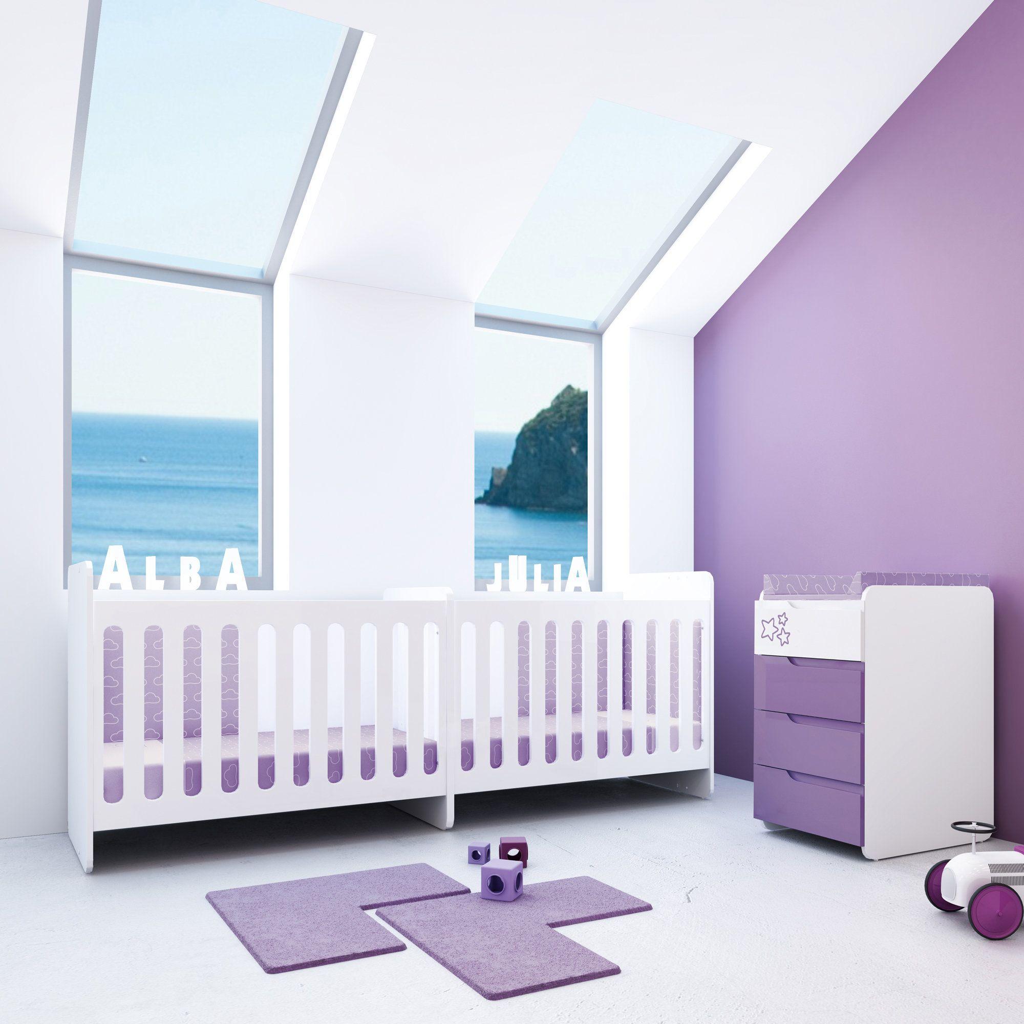 Habitaci n infantil para gemelos de color lila con detalle - Cunas para bebes gemelos ...