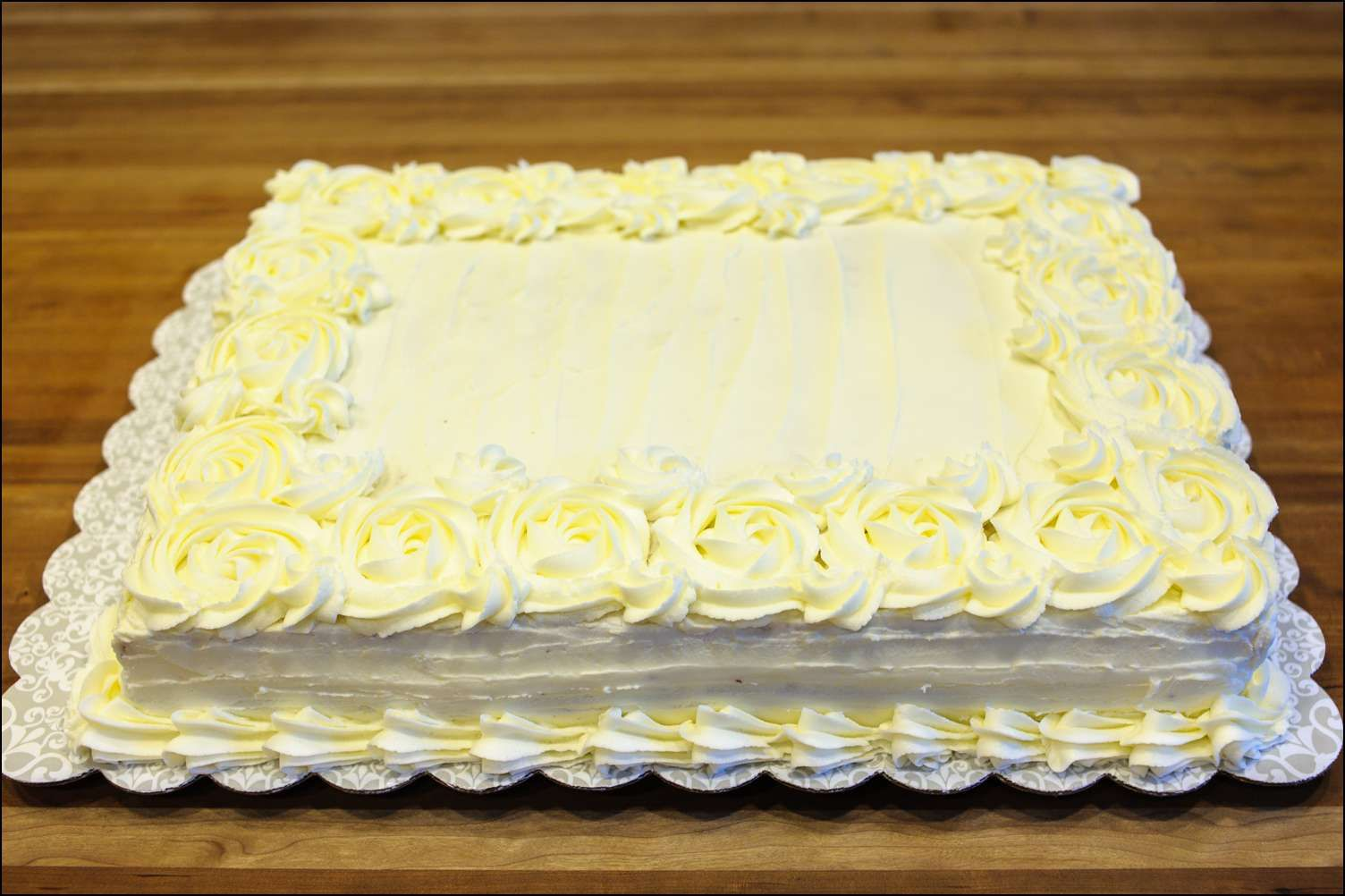 Rectangular cake with rosettes | Buttercream | Pinterest | Rosettes ...