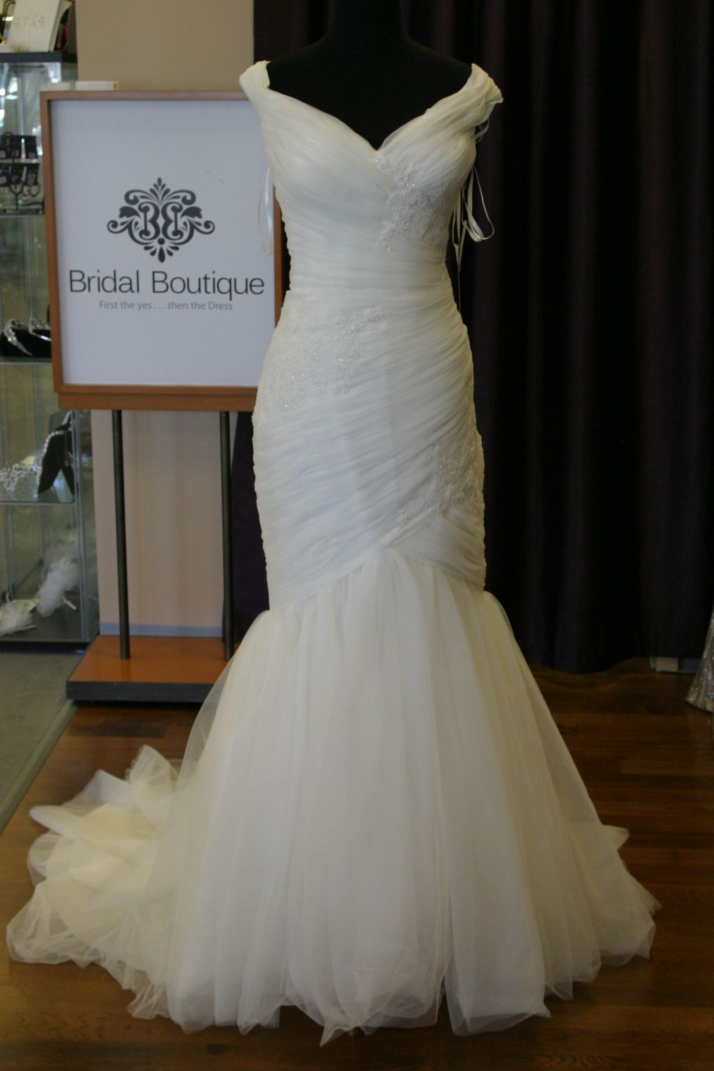 Awesome Pronovias Jalisse Size Sample Wedding Dresses