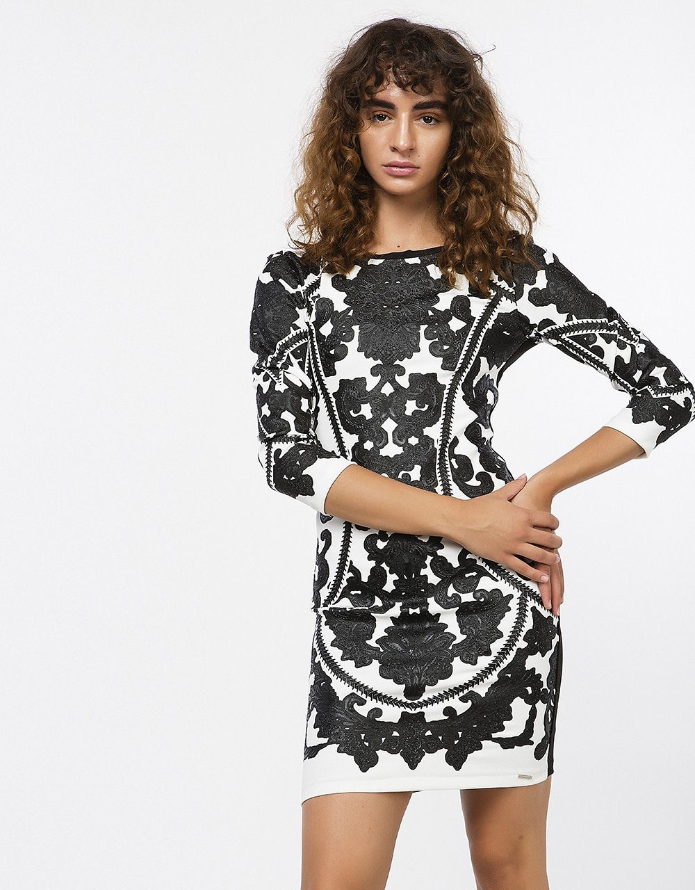 36a2a90f7f52 BSB 79.90€ - Εφαρμοστό φόρεμα με αποτύπωμα
