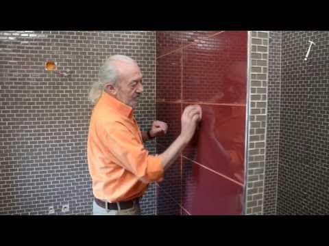 Pose De Carrelage En Verre Dans Une Salle De Bains Bricolage Avec Robert Youtube Poser Du Carrelage Carrelage Joint Carrelage Mural