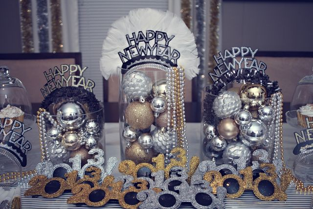 Silver Gold Black New Year S Party Ideas Photo 8 Of 38 New Years Eve Decorations New Years Eve Weddings New Years Decorations