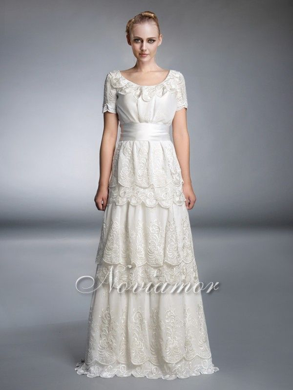 Elegant And Non Traditional This Lace Vintage Wedding Gown Is Definitely The Best Choice