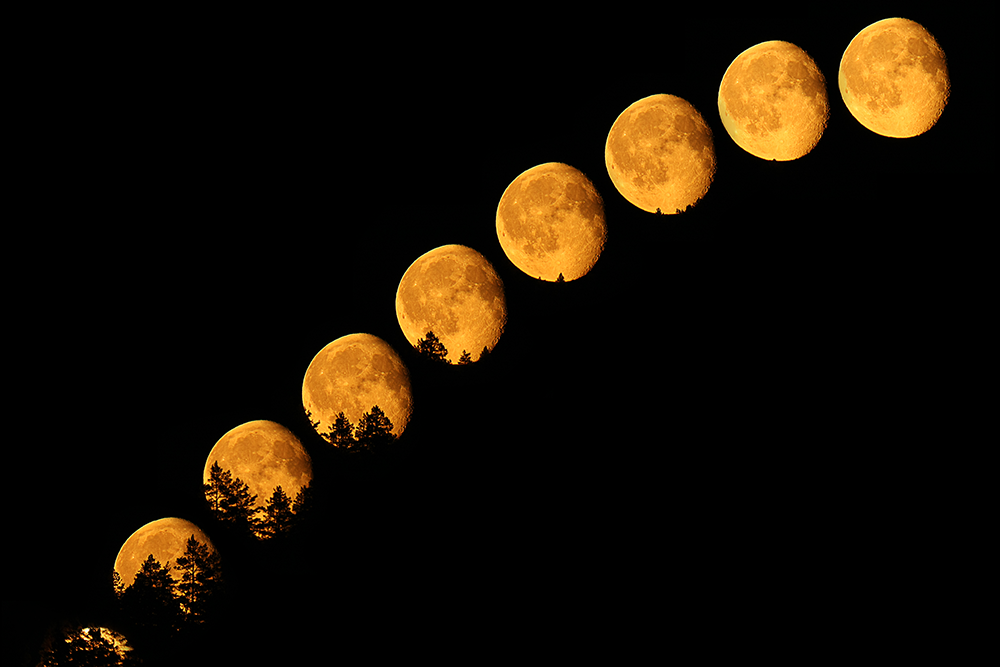 Moonrise by sparvoga