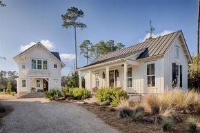 Modern Farmhouse Style Meets Coastal Cottage Decorating Ideas #modernfarmhousestyle
