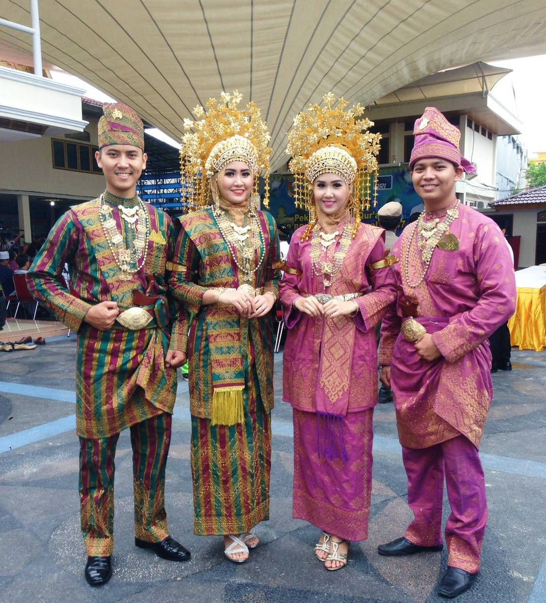 Baju Adat Riau Modern