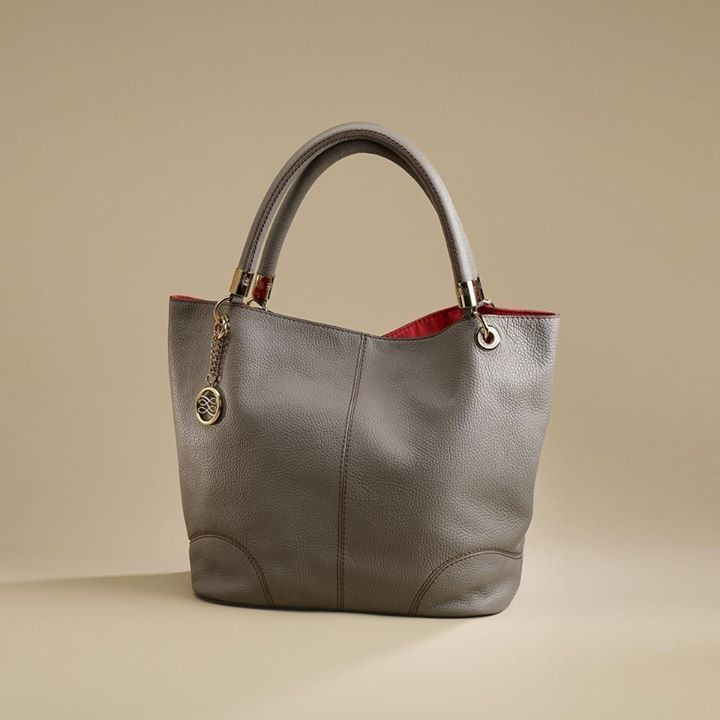 4ab60d4eed Lancel French Flair in taupe Sac A Main Lancel, Sac À Main, Sac Pochette