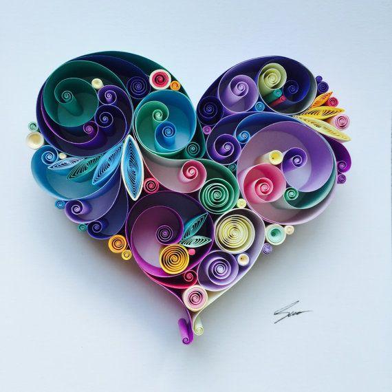 Diese Stachelbesetzter Papier-Kunstwerk mit dem Namen Love is All Around ist handgefertigt aus bunten Papierstreifen.  Es befindet sich in einem weißen tiefen Rahmen, Rahmengröße ist 25x25cm (ca. 9, 5 x 9, 5 Zoll) Größe des Herzens beträgt ca. 11x11cm (4, 3 x 4, 3 Zoll)  Dieses Kunstwerk wird auf Bestellung gefertigt. Bitte erlauben Sie ca. 4-5 Wochen für mich zu deinem Herzen zu schaffen.  Dies ist ein benutzerdefiniertes Stück und es wird einzigartig sein, es wird nicht genau gleich sein ab...