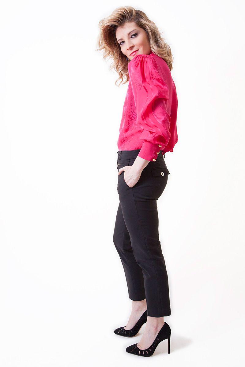 My personal treasure: BALMAIN for H&M. Pantalón negro tobillero de ADOLFO DOMINGUEZ. Zapatos de ZARA y pendientes de la gran diseñadora brasileña MARIA MADRID.