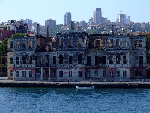 The Bospherous Strait in Istanbul is dotted with 620 Yali houses and mansions.