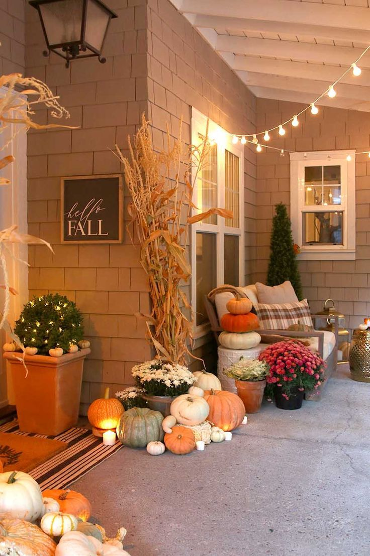 Neutral Fall Porch Decor with Pumpkins and Cornstalks #falldecor