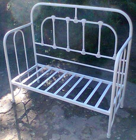 Cama hierro reciclada diy sillones reciclados camas - Camas antiguas de hierro ...