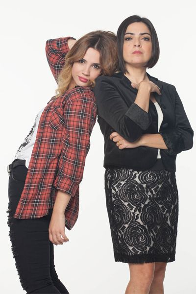 Miranda (Paola Barrientos) y Vera (Celeste Cid)  Viudas & hijos del Rock and Roll