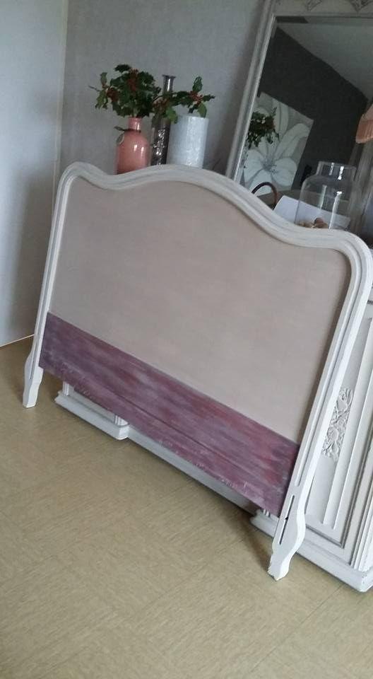 Tête de lit ancienne patinée dans un style shabby chic Décoration de