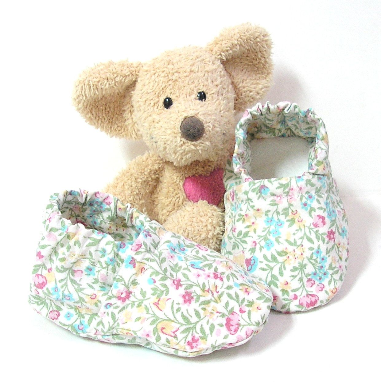 Handmade baby slippers made of cotton fabric with flowers 3 to 6 months Tricotmuse - pinned by pin4etsy.com