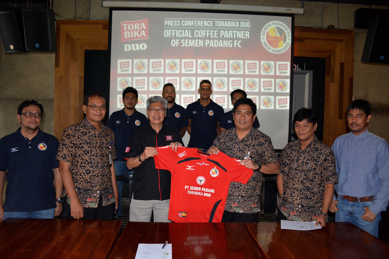 Bertabur Sponsor di Jersey Semen Padang FC