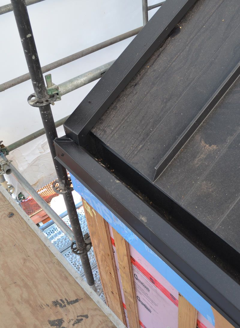 Best Metal Standing Seam Roof With Concealed Gutter Corner 400 x 300