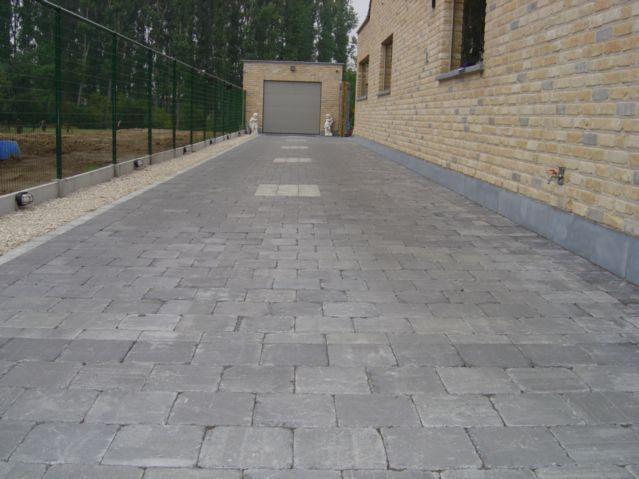 terrasse extérieur en pierre bleue 15x15 finition tambouriné - peinture terrasse beton exterieur