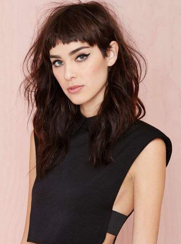 Coupe de cheveux : 30 façons de porter la frange courte | Cheveux long avec frange, Frange ...
