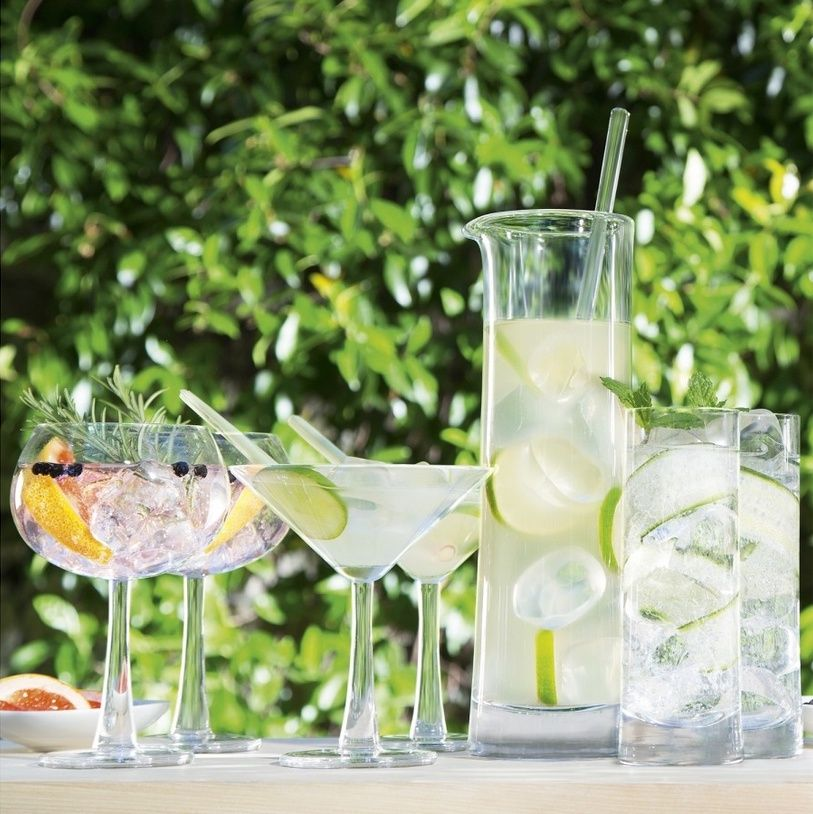 Complement your al fresco dining with some ice cool cocktails. | itakeyou.co.uk #weddingcocktailskit #weddingideas #summerwedding