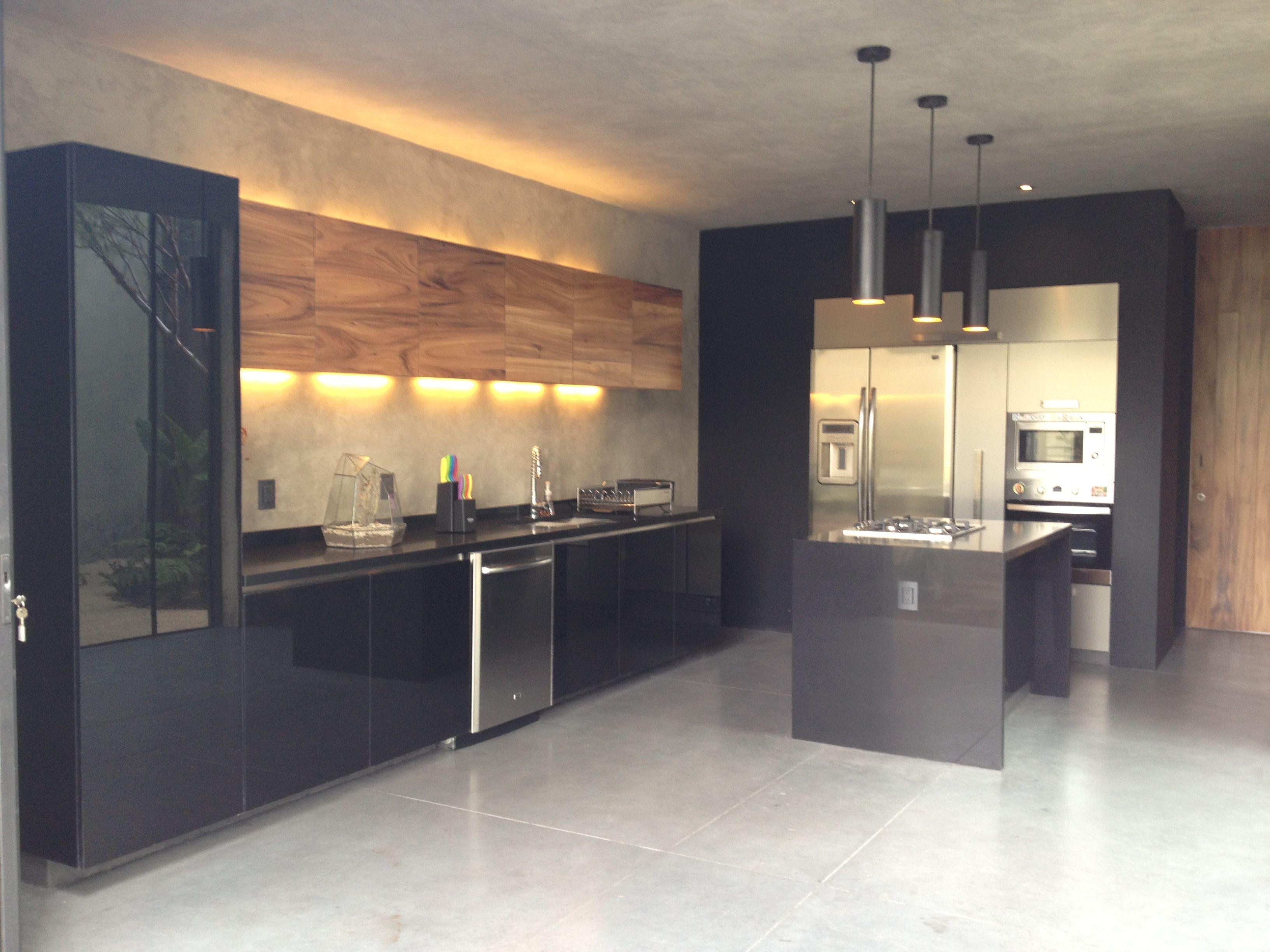Casa prado ad11 guadalajara cocina de vidrio negro for Cocinas en guadalajara