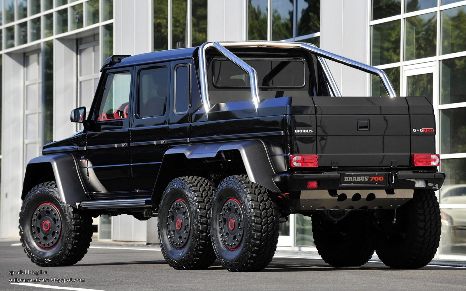Mercedes benz g63 amg 6x6 b63s 700 by brabus mercedes made a few brabus