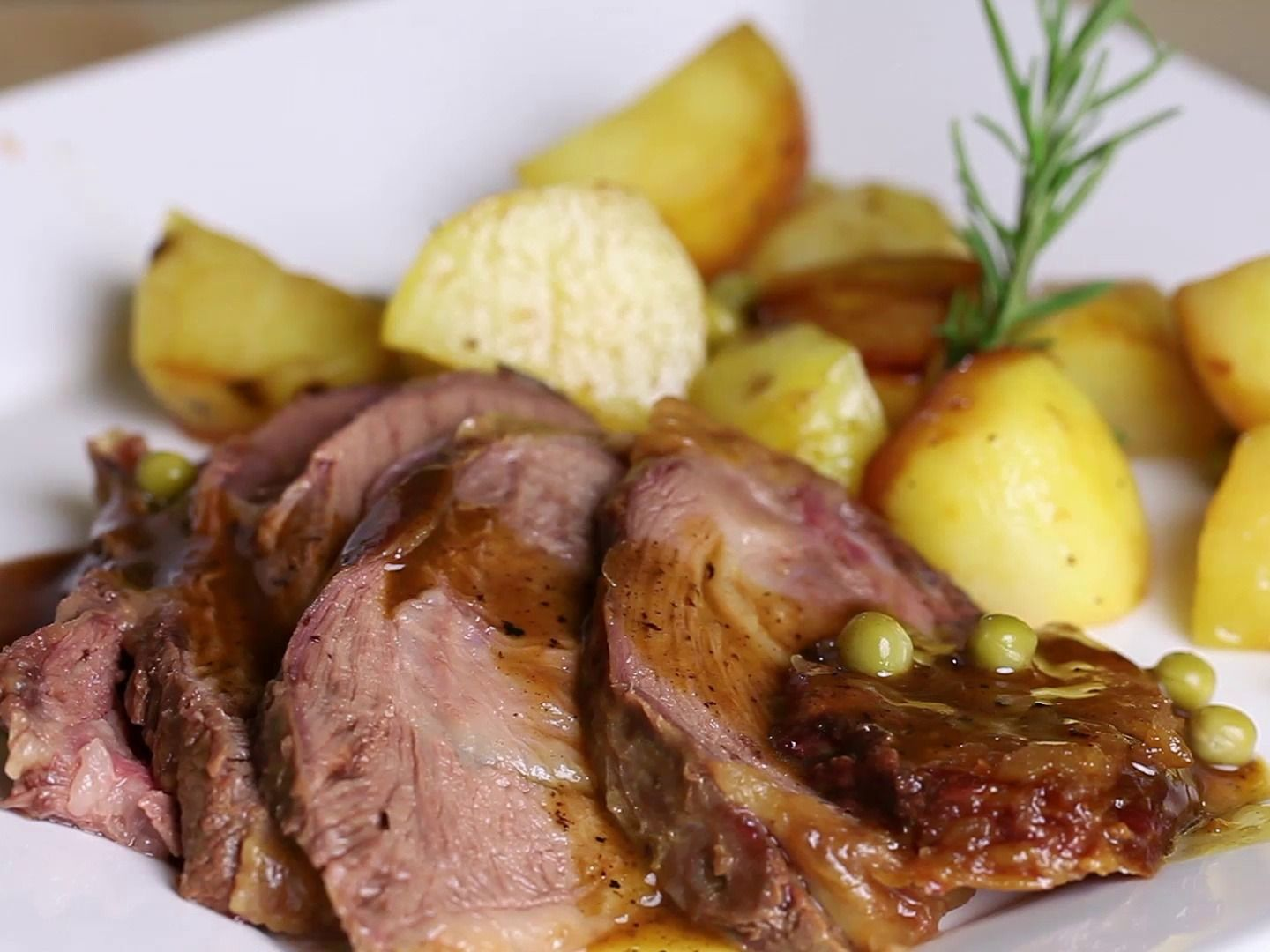 recipe: what temperature to slow cook a roast in the oven [39]