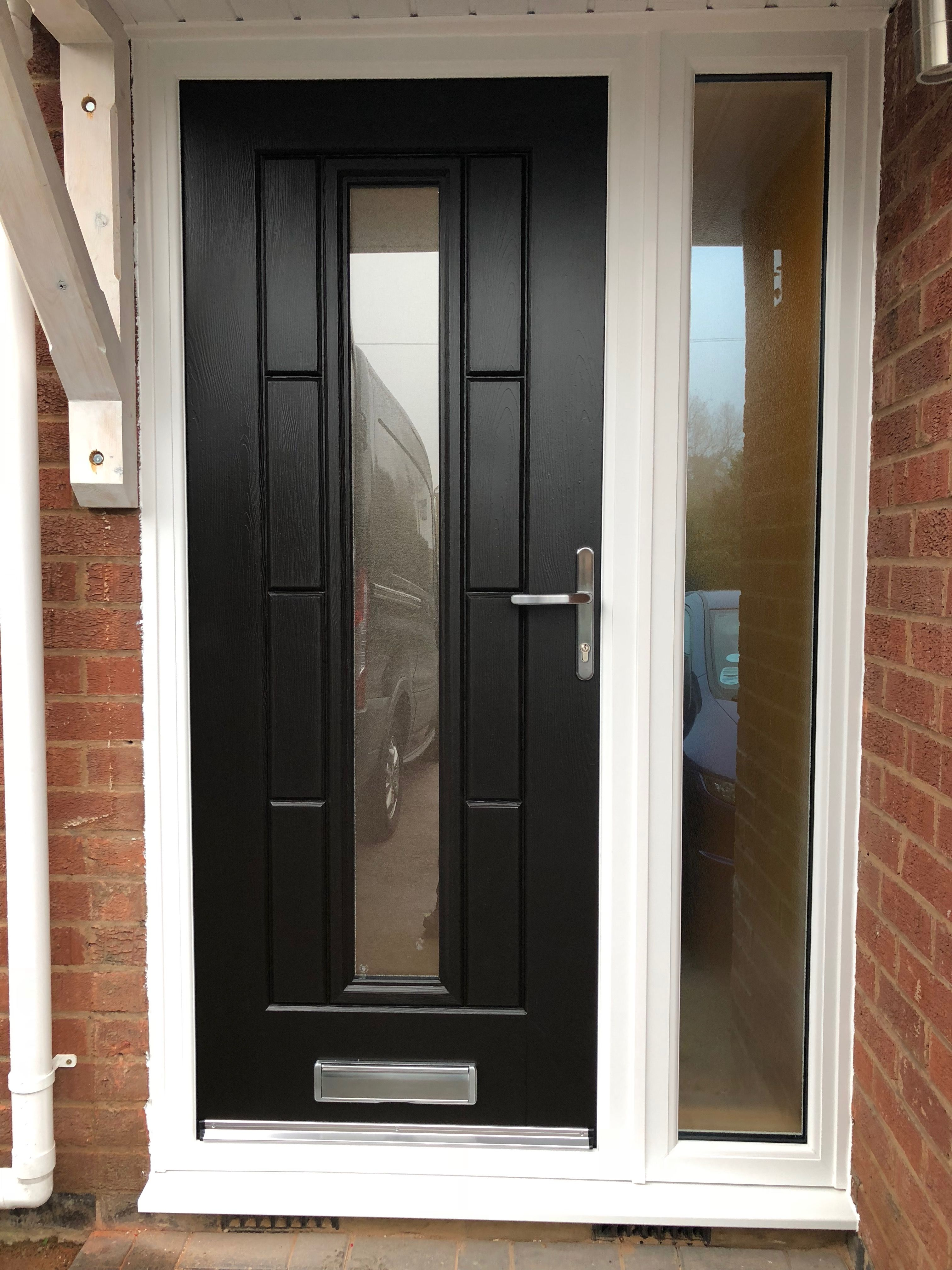 Rockdoor Vermont With Sandstone Backing Glass In Black