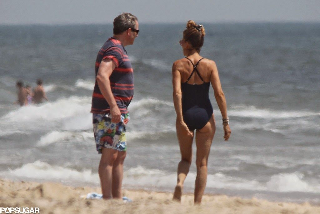 Sarah Jessica Parker Relaxes With Some Beach Time In The Hamptons